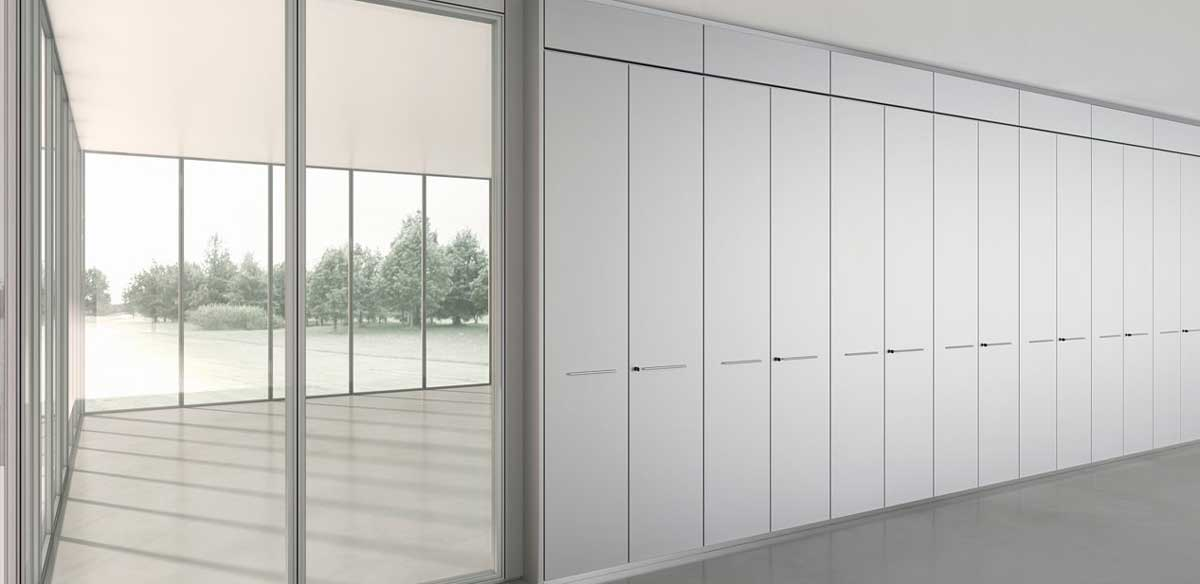 Partition walls equipped with containers.