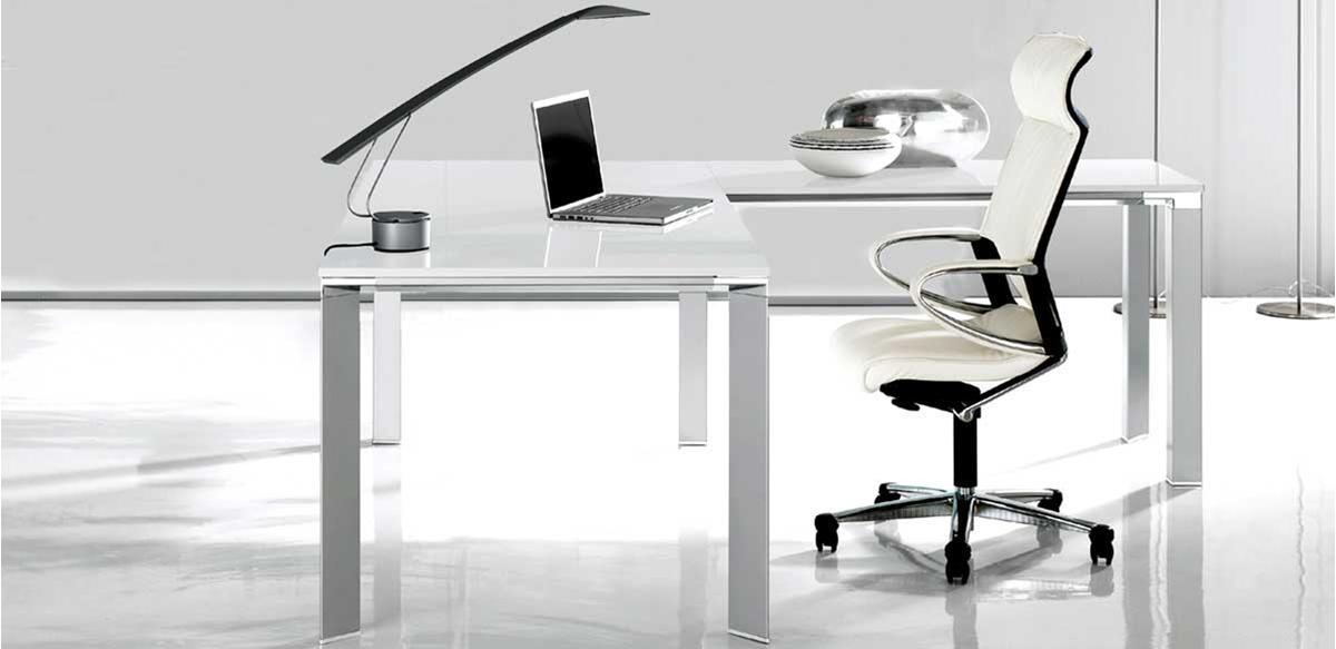 Mobili per ufficio scrivania angolare vetro bianco for Scrivanie mobili