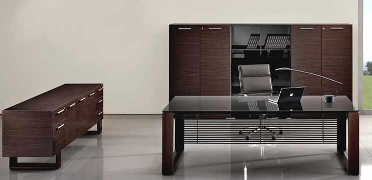 Mobili per ufficio tavolo riunioni legno cm 480 e libreria for Scrivania cristallo design